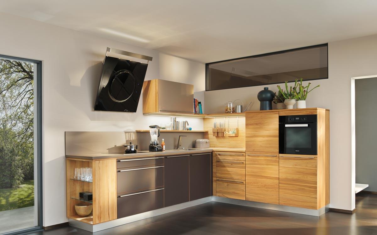 Einbauküche in hellem Holz