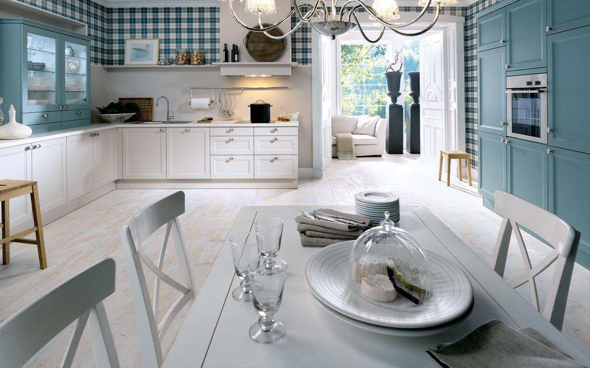 Landhausküche in Weiß und Blau