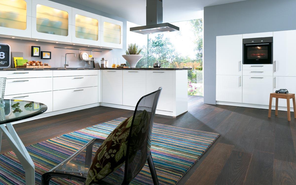 Küche mit weißen Fronten