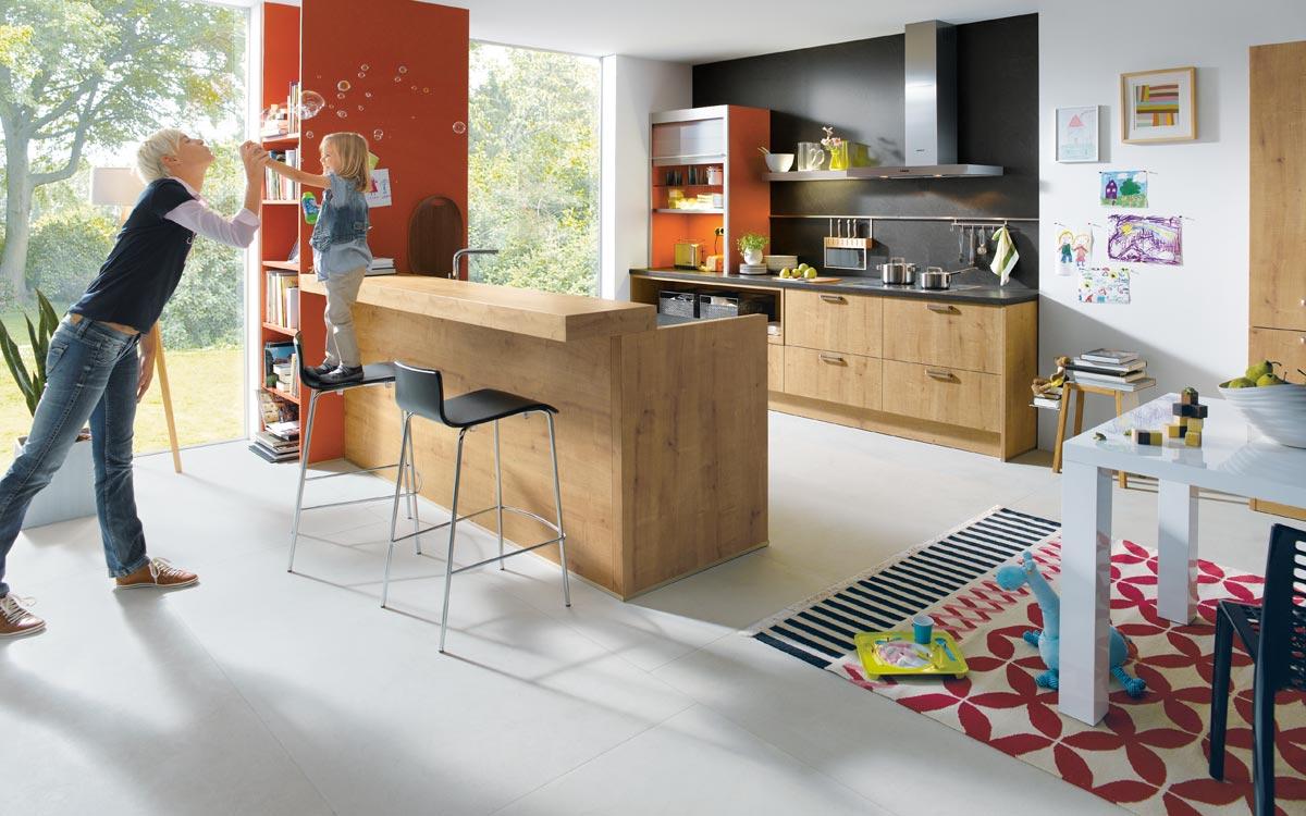 Küche mit hellen Holzfronten