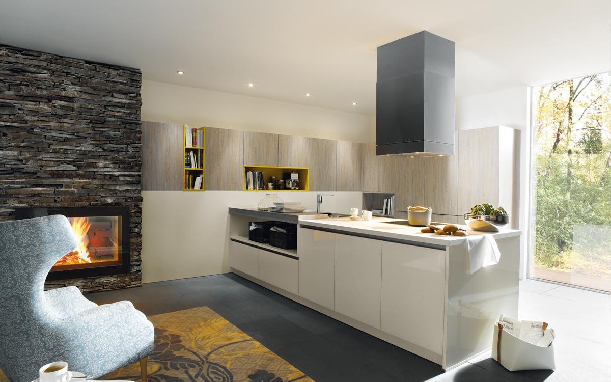 Klassische Küche mit hellen Holzfronten