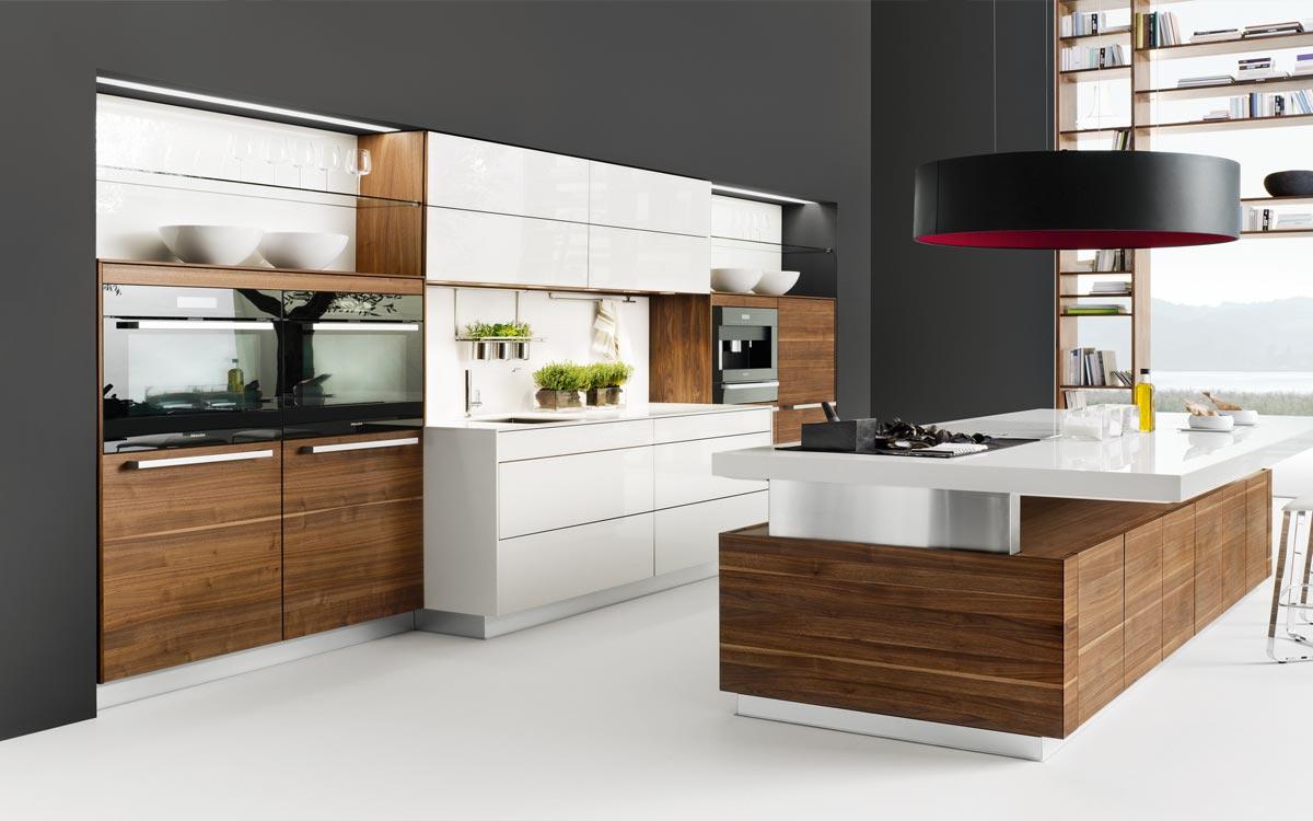 Küche mit Cappuccino braunen Fronten und Holz-Fronten