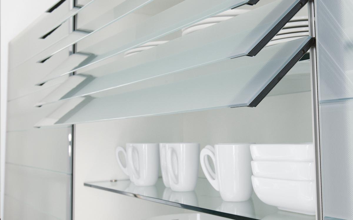 Küche aus Holz mit Fronten in Cappuccino-Braun