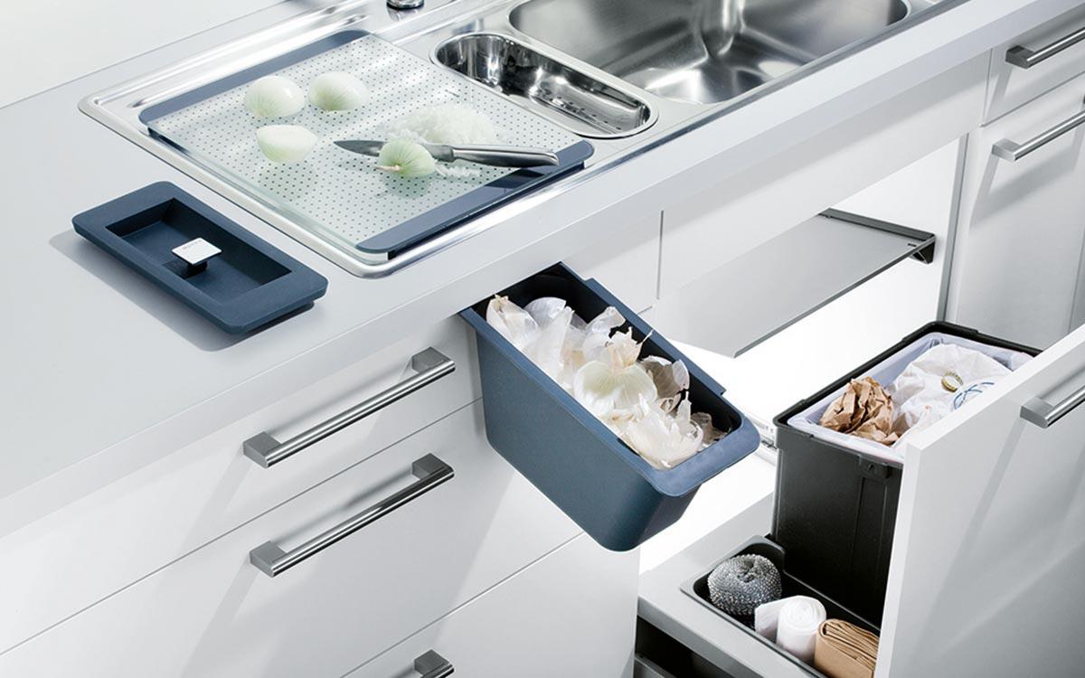 Spülenschrank mit Mülltrennsystem mit 3 Fächern