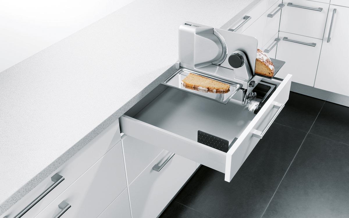 Schublade mit integriertem Elektro-Allesschneider